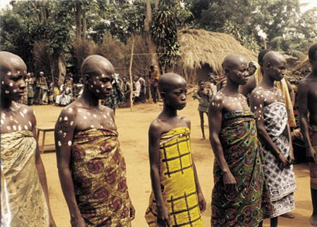 """Trokosi: Thứ hủ tục ám ảnh phá nát đời của những bé gái bị ép làm nô lệ tình dục, lao động khổ sai suốt kiếp để """"trả nợ cho cha"""" - Ảnh 2."""
