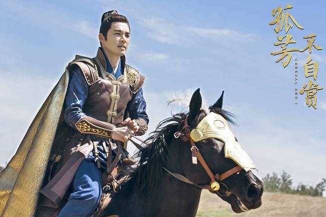 Chung Hán Lương U50 cặp kè mỹ nữ 9X, tạo hình giống hệt vai diễn cũ nhưng fan tha thứ hết vì quá đẹp trai - Ảnh 5.