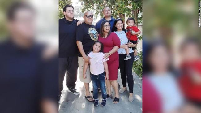 Mỹ: Đau lòng gia đình có 28 người mắc COVID-19 - Ảnh 1.