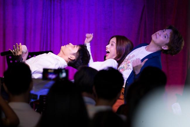 Jun Phạm, Sam khiến tiệc sinh nhật của Ngô Kiến Huy tưng bừng hơn bao giờ hết - Ảnh 9.