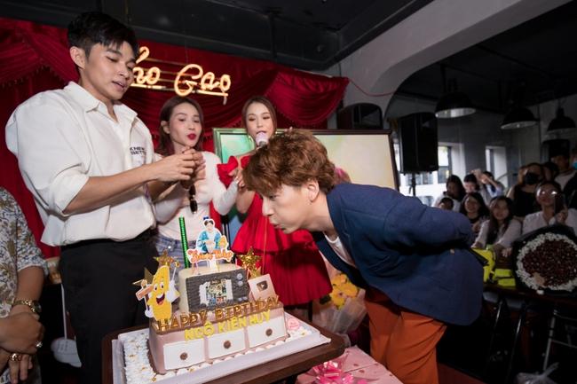 Jun Phạm, Sam khiến tiệc sinh nhật của Ngô Kiến Huy tưng bừng hơn bao giờ hết - Ảnh 10.