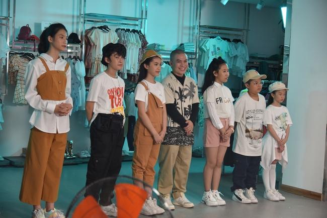 """Clip Hương Giang hát """"Cò lả"""", Hoa hậu nhí 15 tuổi khoe trọn chân dài thần thái cực xinh đẹp  - Ảnh 10."""