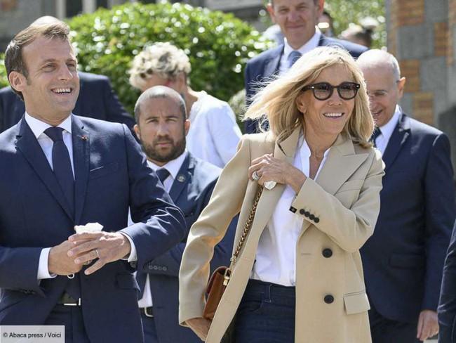 Đệ nhất phu nhân Pháp tự tin xuất hiện công khai bên chồng sau ca phẫu thuật, gây chú ý nhất là hành động của Tổng thống Pháp - Ảnh 1.