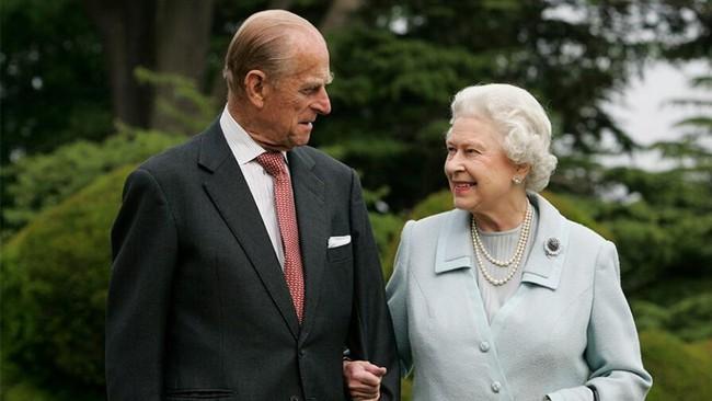 """Chỉ khác nhau cách """"phò tá"""" cho chồng mà Công nương Kate và Meghan Markle có số phận trái ngược nhau một trời một vực ở hoàng gia - Ảnh 1."""