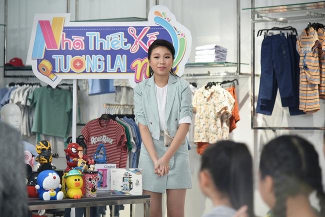 """Clip Hương Giang hát """"Cò lả"""", Hoa hậu nhí 15 tuổi khoe trọn chân dài thần thái cực xinh đẹp  - Ảnh 6."""