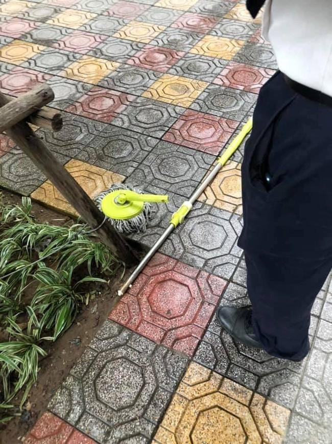 Hà Nội: Chổi lau nhà rơi từ tầng 5 chung cư xuống đất khiến 1 bé trai vỡ đầu phải nhập viện - Ảnh 3.