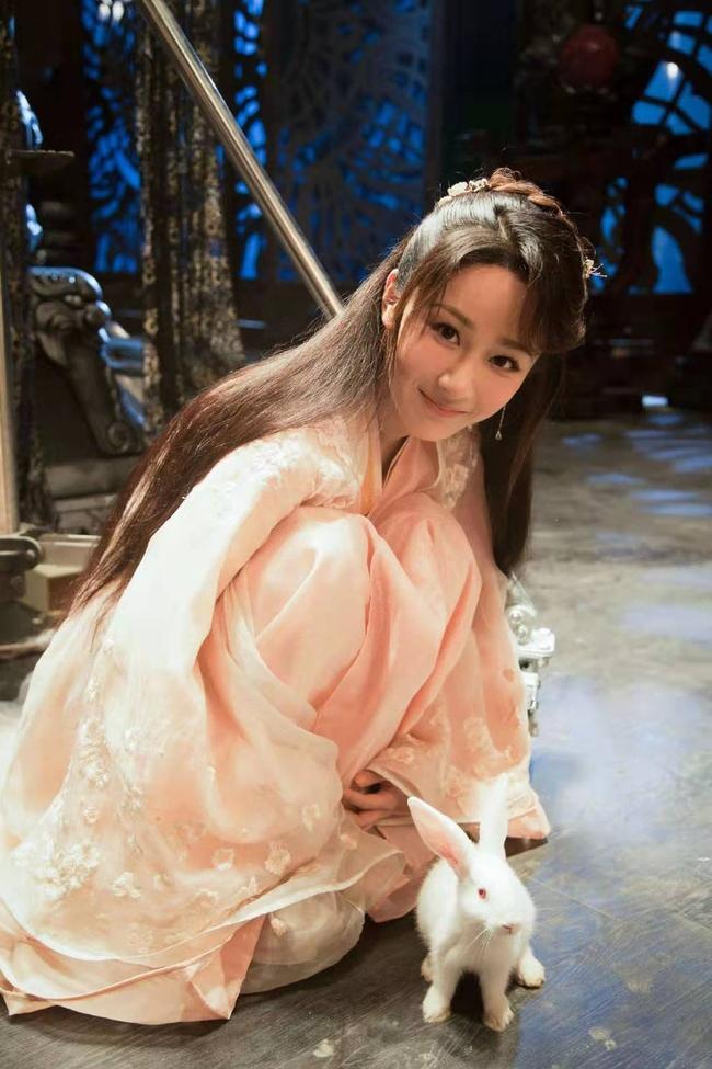 """""""Thanh Trâm Hành"""": Lộ poster đầu tiên, Dương Tử làm mỹ nữ áo trắng, đứng thấp hơn Ngô Diệc Phàm cả cái đầu  - Ảnh 5."""