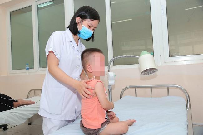 Cấp cứu hóc dị vật đường thở cho bệnh nhân nhi 22 tháng tuổi bằng thủ thuật Heimlich - Ảnh 1.