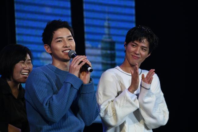 """Ẩn tình nào phía sau mối quan hệ """"nguội lạnh tàn tro"""" của Song Joong Ki và Park Bo Gum: Xem nhau như anh em ruột thịt nhưng quay lưng đã trở thành người dưng sau vụ ly hôn thế kỷ?  - Ảnh 6."""