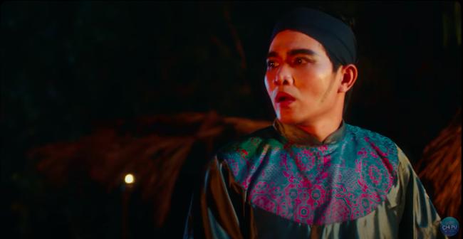 """Ngọc Trinh đẹp như tiên nữ, làm tình địch của Chi Pu trong MV mới nhưng cuối cùng lại """"chết thảm"""" giữa biển lửa  - Ảnh 9."""