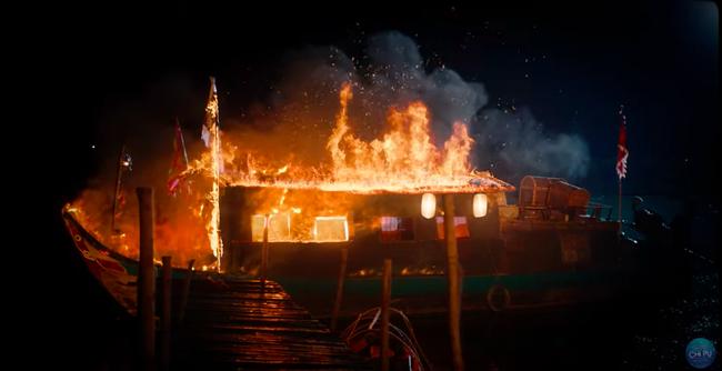 """Ngọc Trinh đẹp như tiên nữ, làm tình địch của Chi Pu trong MV mới nhưng cuối cùng lại """"chết thảm"""" giữa biển lửa  - Ảnh 10."""