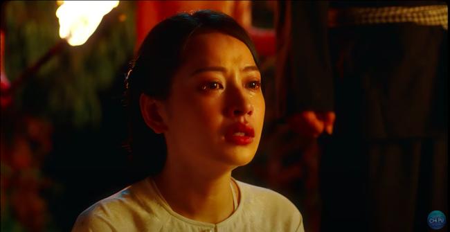 """Ngọc Trinh đẹp như tiên nữ, làm tình địch của Chi Pu trong MV mới nhưng cuối cùng lại """"chết thảm"""" giữa biển lửa  - Ảnh 11."""