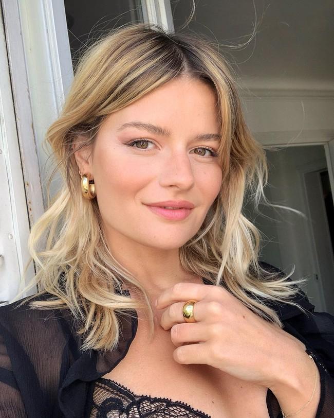 Phụ nữ Pháp thực hiện 5 điều này vào mùa hè để da không thể sạm đi, trái lại còn ngày một căng sáng lấp lánh - Ảnh 2.
