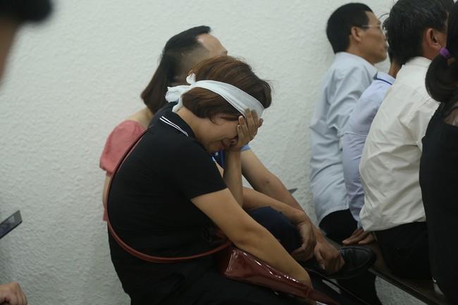 Tạm hoãn phiên xét xử vụ nam sinh grab bị sát hại do vắng mặt bố đẻ bị hại - Ảnh 4.