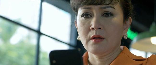 """Tình yêu và tham vọng: Vừa cấm Linh """"động chạm"""" con trai mình, mẹ Minh lại tái mặt vì bằng chứng hẹn hò của cặp đôi - Ảnh 5."""