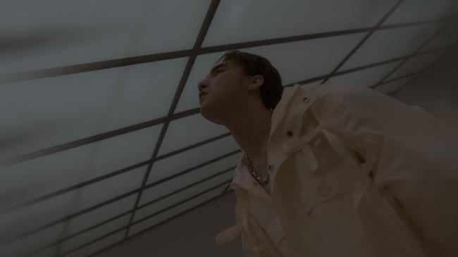 """Sau hình ảnh ma mị trong trailer, Sơn Tùng M-TP tiếp tục khiến các fan """"bấn loạn"""" khi màn biến đổi ngoạn mục với tạo hình vui tươi thế này - Ảnh 4."""