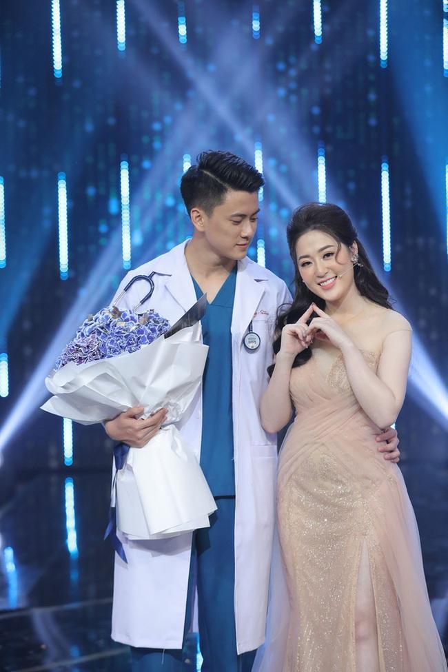 """""""Người ấy là ai?"""": Bác sĩ trẻ Quang Lâm lên tiếng khi bị bạn chotố đã có người yêu vẫn tham gia show hẹn hò để cặp kè với """"nữ thần thời tiết"""" - Ảnh 1."""