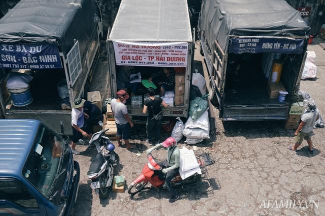 Chùm ảnh: Người lao động oằn mình trong những ngày nắng nóng cao điểm - Ảnh 10.