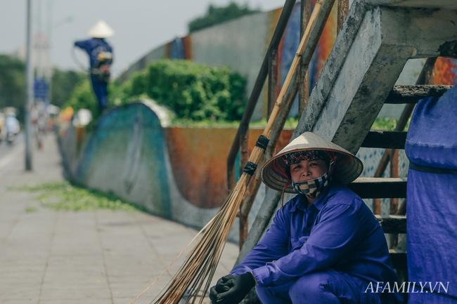 Chùm ảnh: Người lao động oằn mình trong những ngày nắng nóng cao điểm - Ảnh 11.