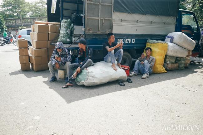 Chùm ảnh: Người lao động oằn mình trong những ngày nắng nóng cao điểm - Ảnh 13.