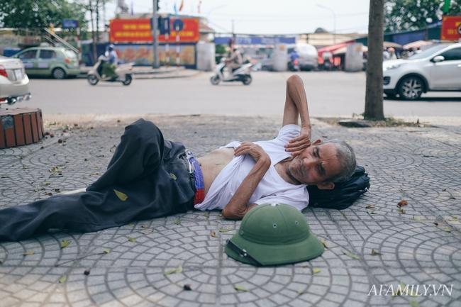 Chùm ảnh: Người lao động oằn mình trong những ngày nắng nóng cao điểm - Ảnh 14.