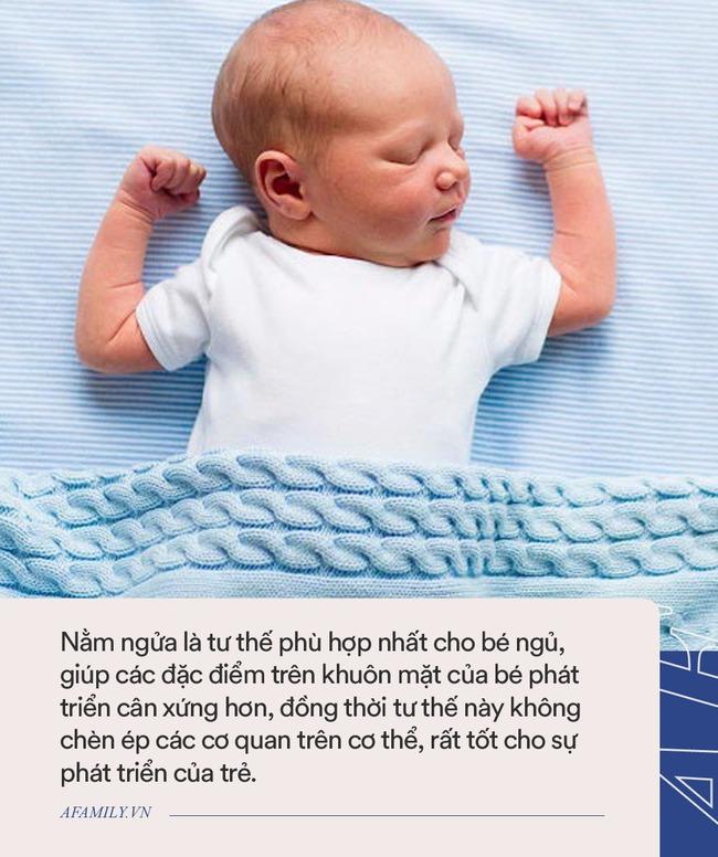 Đến tháng tuổi này mà trẻ sơ sinh vẫn nằm ngủ nghiêng cổ sang 1 bên thì cha mẹ chú ý đưa con đi khám ngay - Ảnh 3.