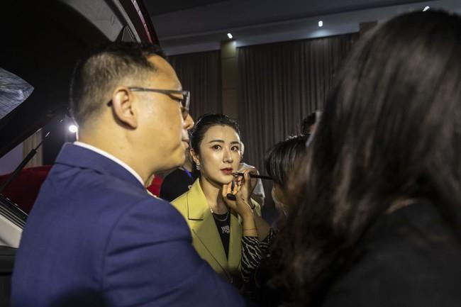 Cô nàng 34 tuổi sở hữu 139.500 tỷ đồng nhờ vào việc livestream bán hàng, dân Trung Quốc phát cuồng đến nỗi lần nào xem cũng muốn chốt đơn! - Ảnh 6.