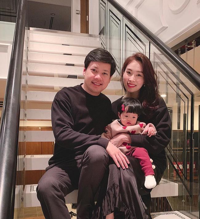 Mẹ vừa sinh em bé, con gái đầu Đặng Thu Thảo đã ra dáng chị cả trong nhà thế này đây - Ảnh 3.