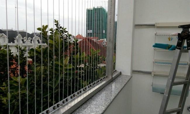 Ở nhà một mình, bé gái 6 tuổi ngồi vắt vẻo ở cửa sổ tầng 6 chung cư rồi ngã tử vong - Ảnh 6.