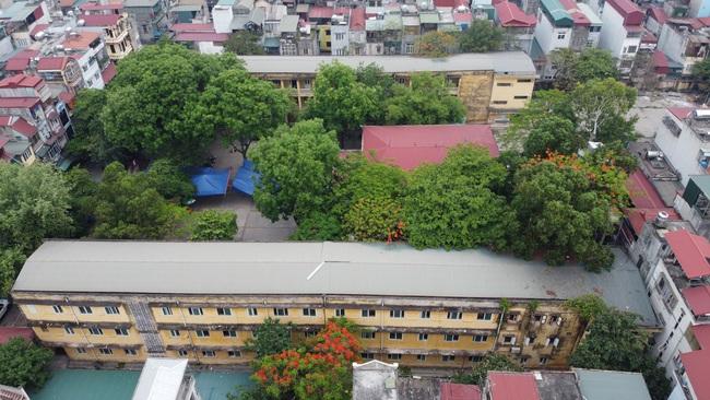 Hà Nội: Trường THPT Trương Định xuống cấp nghiêm trọng, nhà trương khẩn trương mượn nơi học tạm cho học sinh - Ảnh 1.
