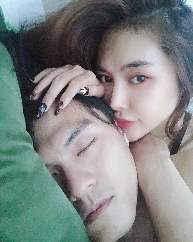 Linh Chi khoe hình giường chiếu của mình và Lâm Vinh Hải.