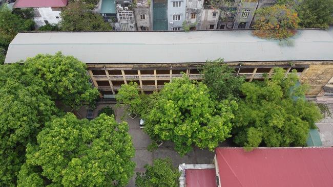 Hà Nội: Trường THPT Trương Định xuống cấp nghiêm trọng, nhà trương khẩn trương mượn nơi học tạm cho học sinh - Ảnh 2.