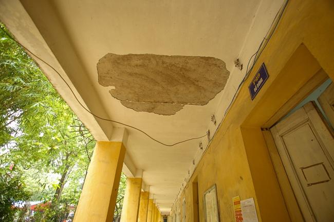 Hà Nội: Trường THPT Trương Định xuống cấp nghiêm trọng, nhà trương khẩn trương mượn nơi học tạm cho học sinh - Ảnh 9.