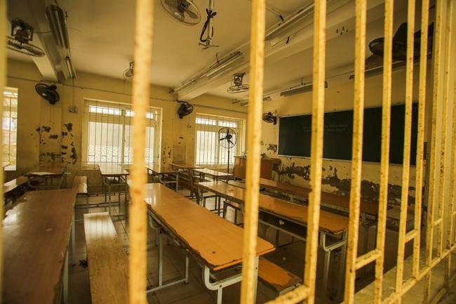 Hà Nội: Trường THPT Trương Định xuống cấp nghiêm trọng, nhà trương khẩn trương mượn nơi học tạm cho học sinh - Ảnh 12.