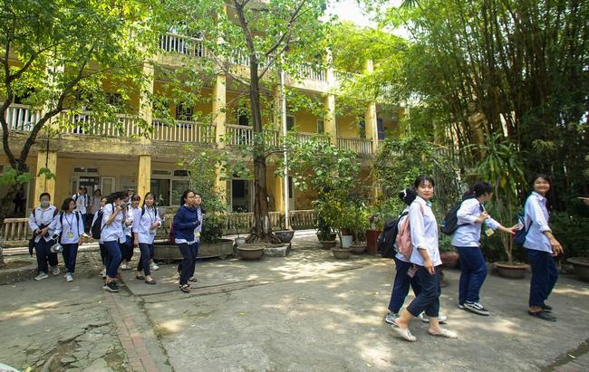 Hà Nội: Trường THPT Trương Định xuống cấp nghiêm trọng, nhà trương khẩn trương mượn nơi học tạm cho học sinh - Ảnh 3.
