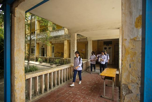 Hà Nội: Trường THPT Trương Định xuống cấp nghiêm trọng, nhà trương khẩn trương mượn nơi học tạm cho học sinh - Ảnh 6.