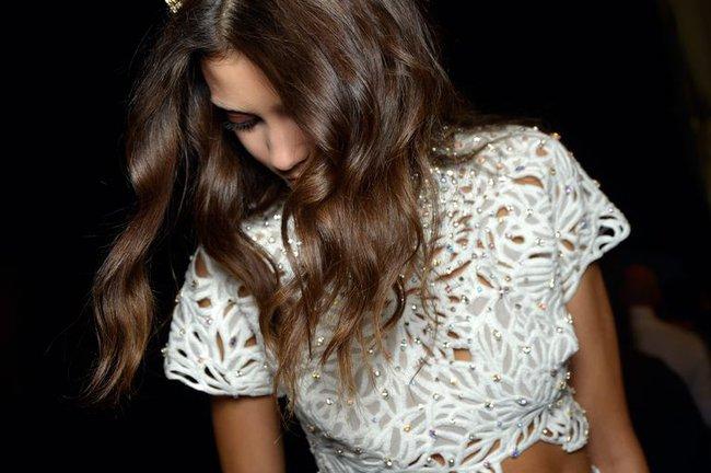 Thấy tóc thưa mỏng, cô gái tự mua thuốc xịt mọc tóc về dùng, 1 tháng sau tóc bị rụng gần như toàn bộ - Ảnh 2.