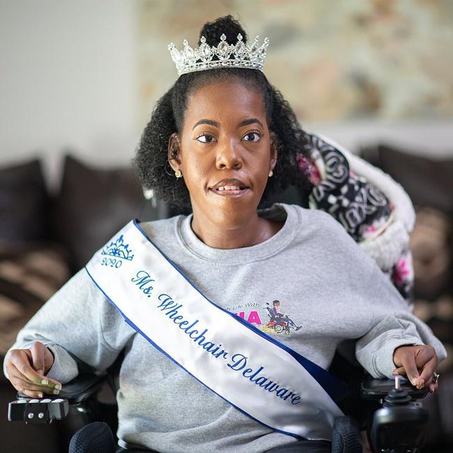 Từng bị nói không thể sống quá 3 ngày, cô gái khuyết tật đã tạo ra một cuộc đời đầy kinh ngạc, trở thành hoa hậu và nổi tiếng khắp thế giới - Ảnh 8.