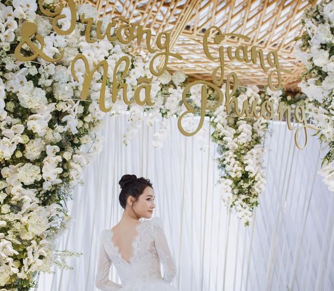 Ảnh hiếm trong đám cưới Trường Giang - Nhã Phương bất ngờ được chia sẻ, gây chú ý lại chính là khoảnh khắc Hồ Quang Hiếu lặng lẽ nhìn Bảo Anh đầy tiếc nuối  - Ảnh 2.