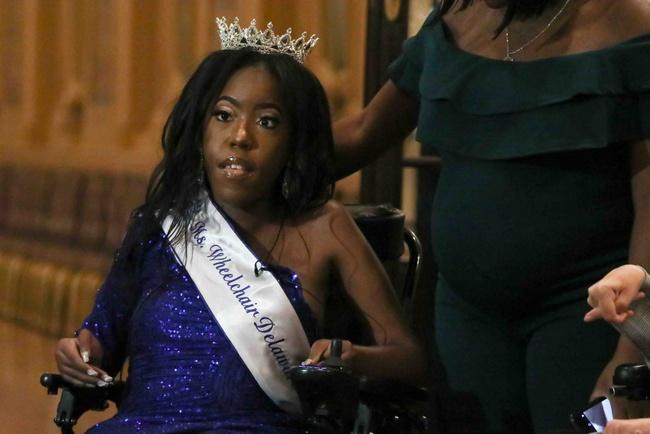 Từng bị nói không thể sống quá 3 ngày, cô gái khuyết tật đã tạo ra một cuộc đời đầy kinh ngạc, trở thành hoa hậu và nổi tiếng khắp thế giới - Ảnh 7.