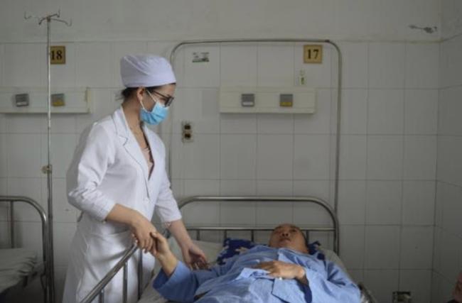 Đau bụng dữ dội và buồn nôn, người phụ nữ mắc căn bệnh có thể gây đột quỵ não tử vong - Ảnh 1.