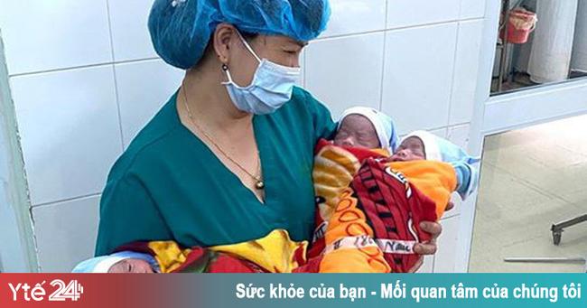 Mổ lấy thai kịp thời cho sản phụ trẻ tuổi mang tam thai cùng trứng - Ảnh 1.