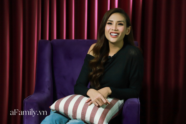 [LIVESTREAM] Võ Hoàng Yến lần đầu kể về bạn trai Việt Kiều hơn 12 tuổi, yêu nhau từ lời hứa kết hôn giả để sang Mỹ - Ảnh 1.