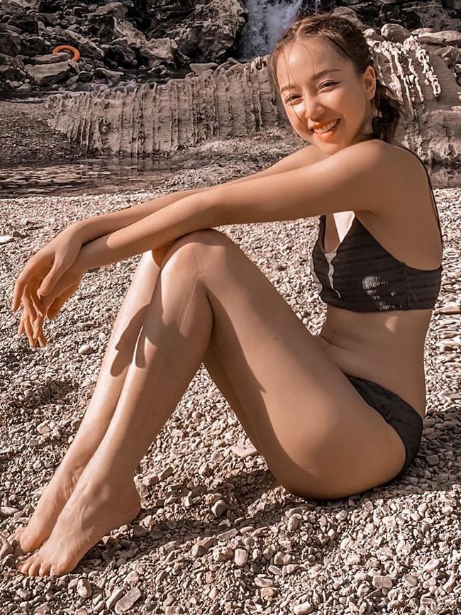 Băng Di diện bikini khoe thân hình nhỏ nhắn giữa khung cảnh thiên nhiên đẹp mê mẩn.