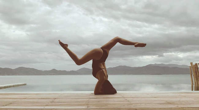 Ốc Thanh Vân tập yoga khi tới Nha Trang.