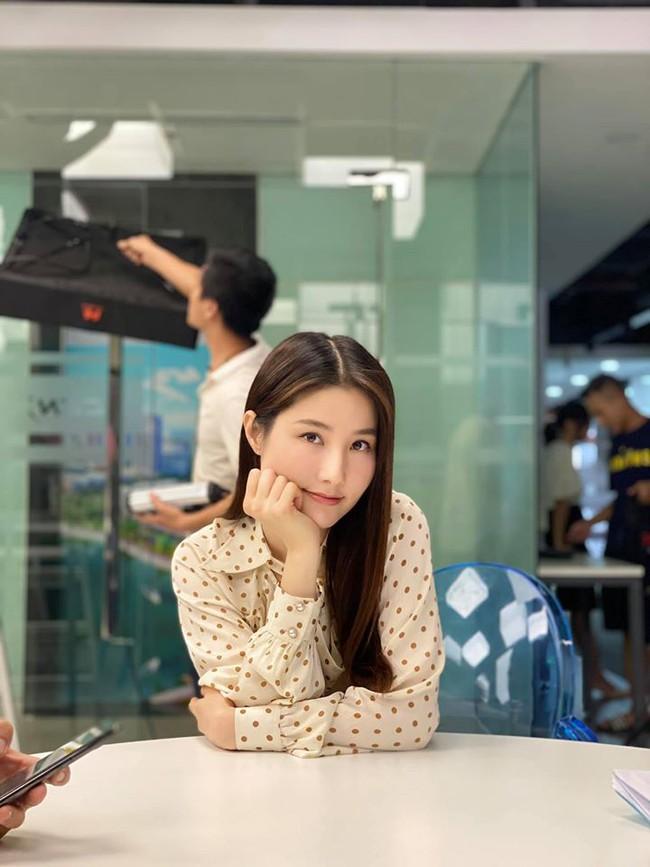 Tình yêu và tham vọng: Dân mạng phát sốt với tấm ảnh được cho là kết phim đẹp nhất, Linh - Minh - bà Khuê trở thành người một nhà - Ảnh 3.