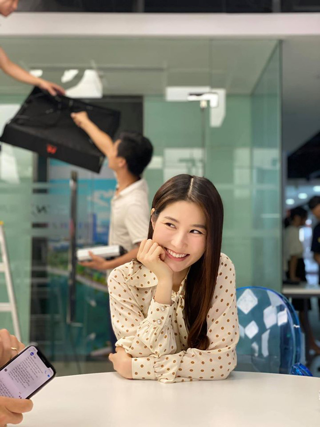 Tình yêu và tham vọng: Dân mạng phát sốt với tấm ảnh được cho là kết phim đẹp nhất, Linh - Minh - bà Khuê trở thành người một nhà - Ảnh 5.
