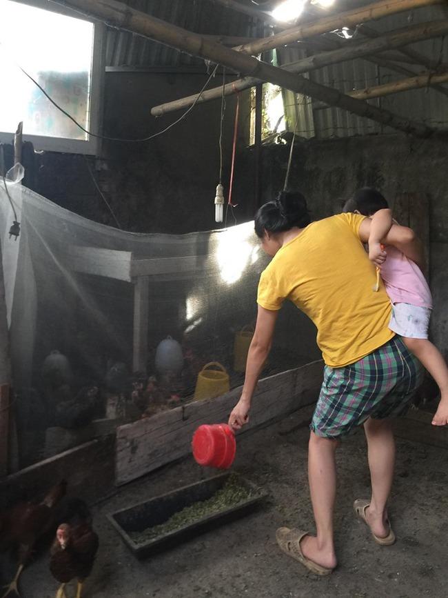 Vụ thanh niên bị tạt xăng thiêu sống trên đường đi làm về: Vợ trẻ nén đau thương, vay tiền giành giật sự sống cho chồng - Ảnh 4.