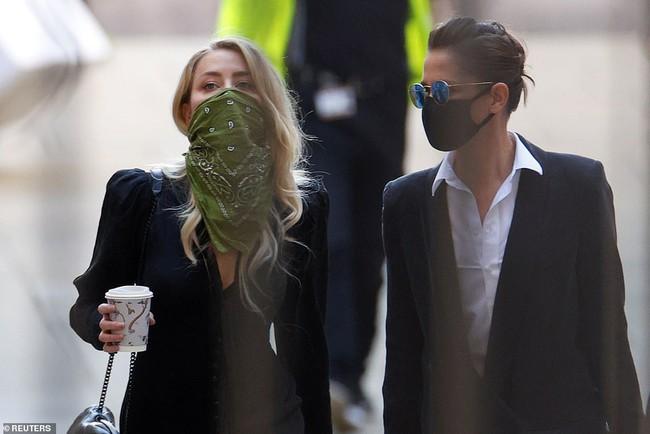 """Amber Heard """"đại tiện"""" ngay trên giường chỉ vì Johnny Depp về muộn 2 tiếng trong tiệc sinh nhật cô - Ảnh 2."""