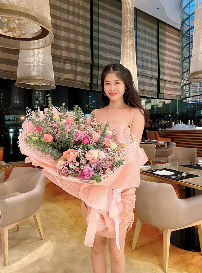 """Bà xã Đăng Khôi tổ chức sinh nhật """"18 tuổi"""" bên gia đình, nhưng hễ xuất hiện cậu út lại chiếm spotlight vì biểu cảm cực hài - Ảnh 9."""